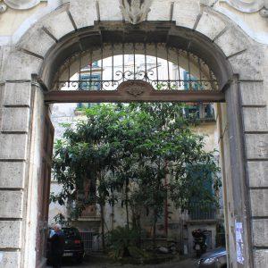 Portale d'ingresso palazzo / Palace entrance