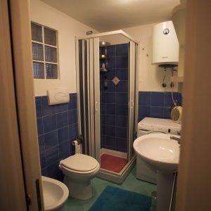 Bagno con doccia / Baathroom